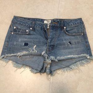 High waisted jean shorts 💙
